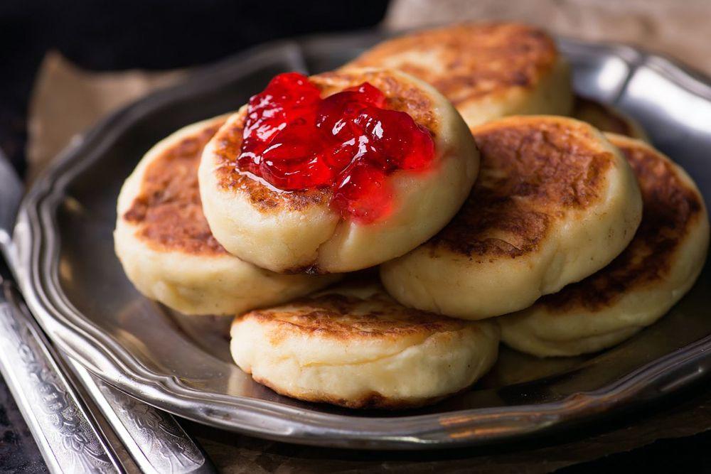 По мнению экспертов, в России самым популярным десертом являются сырники.