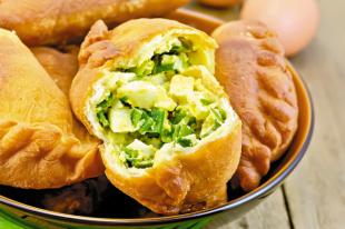 Пирожки с зелёным луком и яйцом