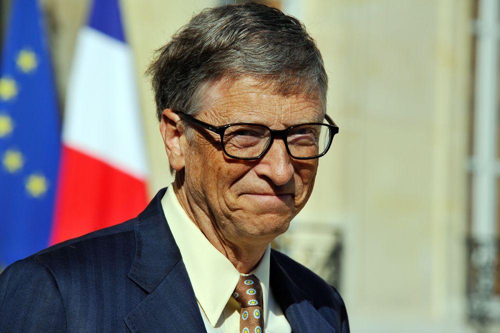 Проще всего было оценить богатство Билла Гейтса. Он самый состоятельный из ныне живущих людей. Forbes оценил чистую стоимость активов основателя компании Microsoft в 78,9 миллиарда долларов. Однако в список Гейтс попал с трудом - он занял девятое место.