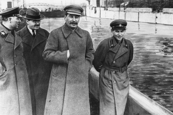 Пятую строчку занял советский генсек Иосиф Сталин на том основании, что он управлял страной, производившей 9,6% от глобального ВВП.