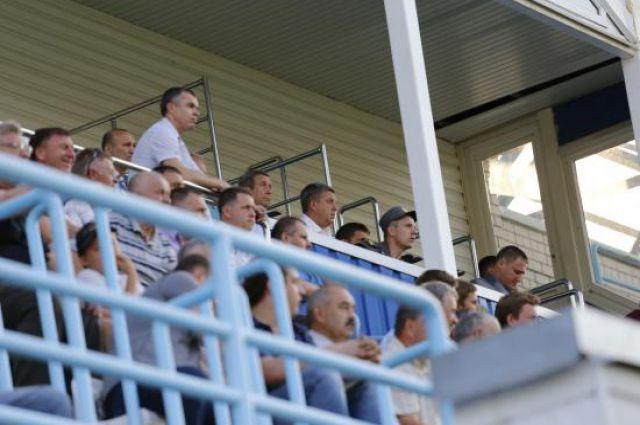 Врио губернатора Александр Богомаз и председатель облдумы Владимир Попков на матче