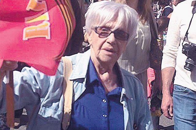 Спустя 70 лет Майя Табачникова взяла в руки фото своего отца и пошла вместе с «Бессмертным полком» - и почувствовала, будто снова наступил май 1945-го.