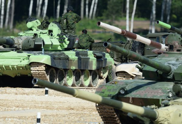 Мишени поднимаются автоматически, имитируя танк, расчет ручного противотанкового гранатомета и даже вертолет. Расстояние до них - от 600 до 1,8 тыс. метров.
