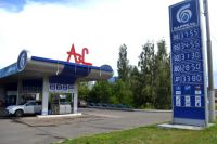 Бензин всё ещё дешевле доллара за литр... Но радует это мало.