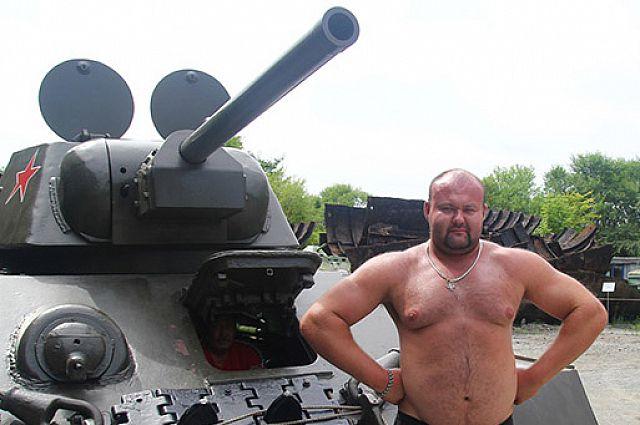 Иван Савкин готов сдвинуть танк.