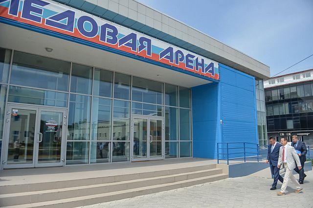 Прибыв в Артём, глава региона посетил ледовую арену.