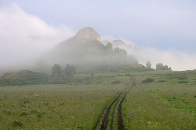 Гора Шляпная в буферной зоне Тигирекского заповедника у деревни Тигирек.