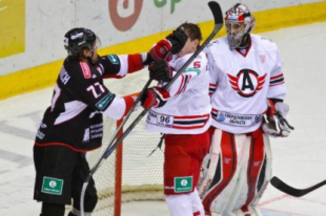 Хоккеисты «Автомобилиста» отправились в Челябинск на предсезонный турнир