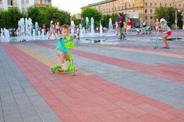 Тротуарная плитка от «Оникса» украшает площадь Советскую в Ворошиловском районе и другие парки и скверы Волгограда.