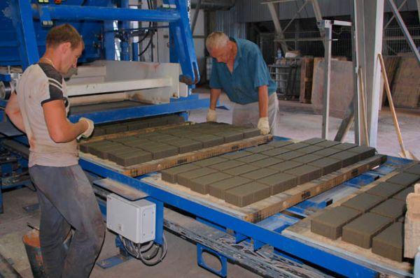 На каждой стадии изготовления плитки высококвалифицированными специалистами проводится мониторинг качества изделий.