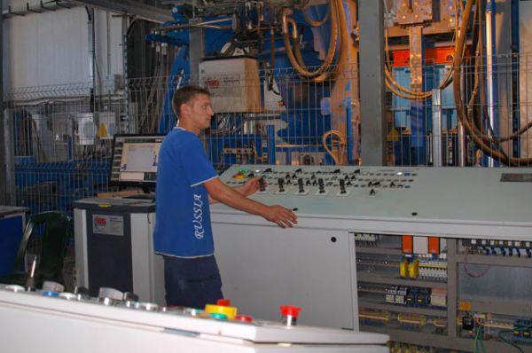 Все процессы изготовления изделий из бетона по технологии  объемного полусухого вибропрессования контролируются компьютерной программой.