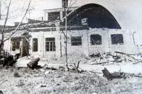 Так после немецких бомбёжек выглядели корпуса заводов.