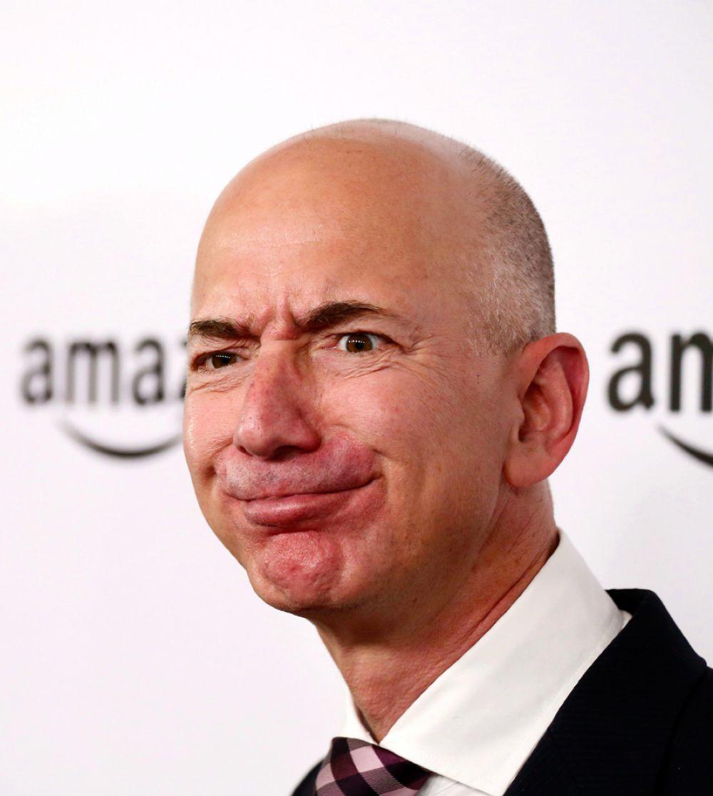Замыкает тройку лидеров основатель и владелец 18% Amazon Джеф Безос, состояние которого оценено в $47,8 млрд. 2014 год трудно назвать удачным для основателя Amazon — собственный смартфон онлайн-ритейлера провалился, а инвесторы активно критиковали дивидендную политику корпорации. Но в первом квартале 2015-го дела, кажется, пошли в гору: чистая прибыль превысила ожидания аналитиков. Безосу по-прежнему принадлежит 18% компании, которую он основал в 1994 году, будучи сотрудником хедж-фонда D.E. Shaw.