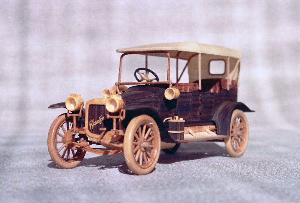 Модель автомобиля Руссо-Балт С24/40 1911 года.