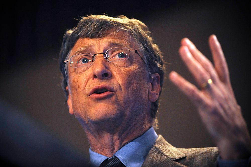 Возглавляет сотню богатейших IT-бизнесменов мира сооснователь Microsoft Билл Гейтс. Его состояние Forbes оценил в $79,6 млрд. В начале года Гейтс возглавил рейтинг богатейших людей мира, тогда его состояние было оценено в $79,2 млрд. Миллиардер, сосредоточившийся на филантропической деятельности, продолжает снижать свою долю в корпорации, которую он создал вместе с Полом Алленом (№12 в рейтинге IT-миллиардеров, состояние — $17,5 млрд) 40 лет назад. Акции Microsoft сейчас составляют менее 13% его состояния.