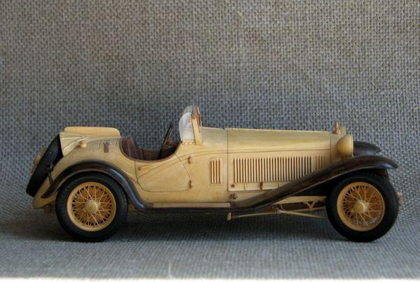 Деревянная модель автомобиля Alfa Romeo 8C.