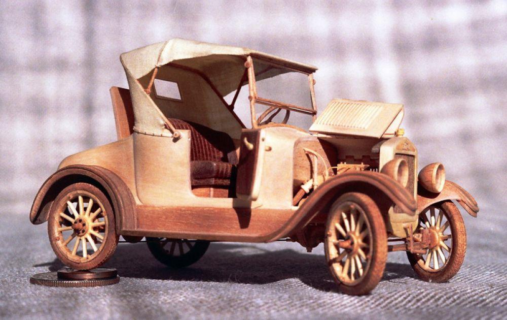 Модель автомобиля Ford-T 1915 года.