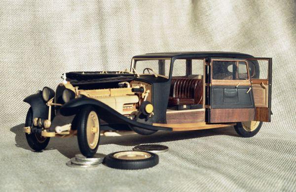 Модель автомобиля Bugatti (Limosine «Carrosserie Park Ward» type 41) 1933 года.