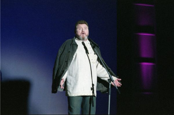 2003 год. Михаил Евдокимов во время одного из выступлений.