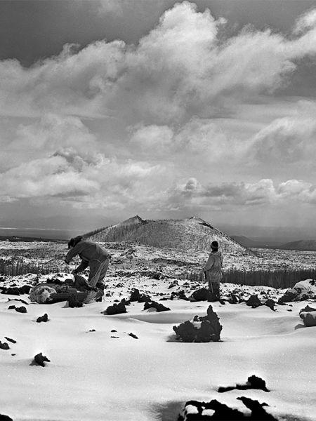 Дорога к вулкану лежит через кекуры - застывшие лавовые останцы различной формы.