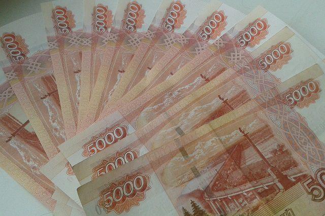Средняя зарплата уральцев с начала года выросла на 2 тысячи рублей