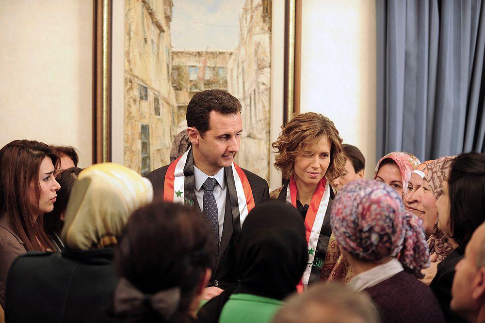 Асма Асад – жена президента Сирии родилась и получила образование в Лондоне, работала в крупной финансовой компании в США, затем поехала в Сирию и вышла замуж за Башара Асада. Асма приложила немалые усилия и в процесс реконструкции столицы Сирии Дамаска, который был признан культурным достоянием Востока. В 2008 году госпожу Асад признали самой стильной первой леди мира.