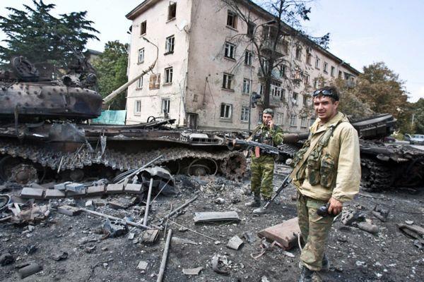 7 августа в 19.40 к народу Грузии обратился Михаил Саакашвили. Он заявил, что вечером в четверг отдал приказ всем грузинским вооруженным подразделениям не открывать ответного огня в зоне конфликта в Цхинвальском регионе.