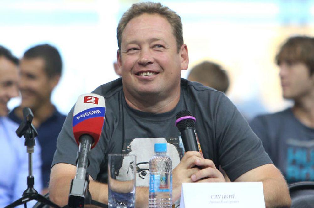Леонид Слуцкий родился в Волгограде  4 мая  1971 года. С третьего класса играл в футбольной школе стадиона «Спартак».