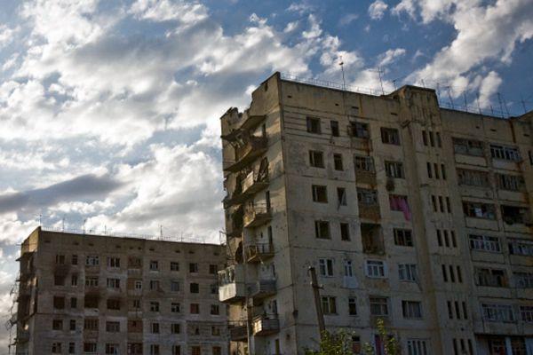 По данным властей Южной Осетии, в результате нападения грузинской армии погибли более 1,5 тысяч человек, однако Следственный комитет при прокуратуре РФ документально подтвердил гибель 162 жителей республики. СКП РФ признал погибшими в ходе грузино-осетинского конфликта в августе 2008 года 67 российских военнослужащих.
