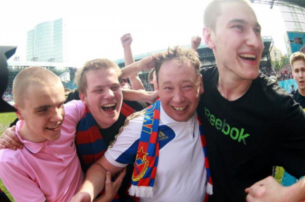 С 7 августа 2015 года Леониду Слуцкому предстоит совмещать пост главного тренера ЦСКА с должностью главного тренера национальной сборной России по футболу.