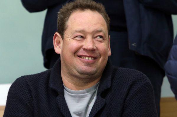 В 2001 году возглавил дублирующий состав элистинской команды «Уралан» и спустя год занял 2 место в чемпионате среди дублей.