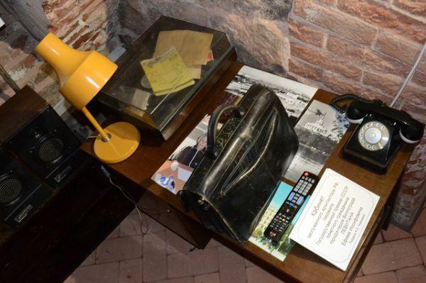Точно воссозданный интерьер кабинета Заслуженного архитектора РСФСР, Почетного гражданина города-героя Волгограда Ефима Левитана, участвовашего в восстановлении города после войны. Все вещи расставлены так же, как в его бывшей квартире на улице Мира.
