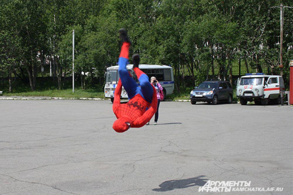 Летающий человек-паук.