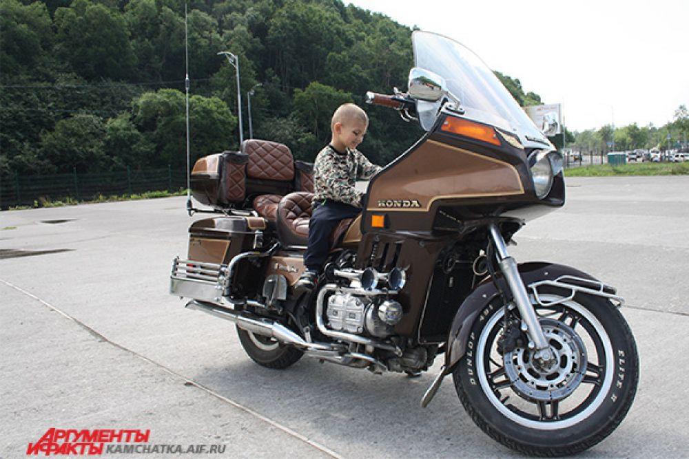 Выставка эксклюзивных мотоциклов от спортивно-технической федерации.