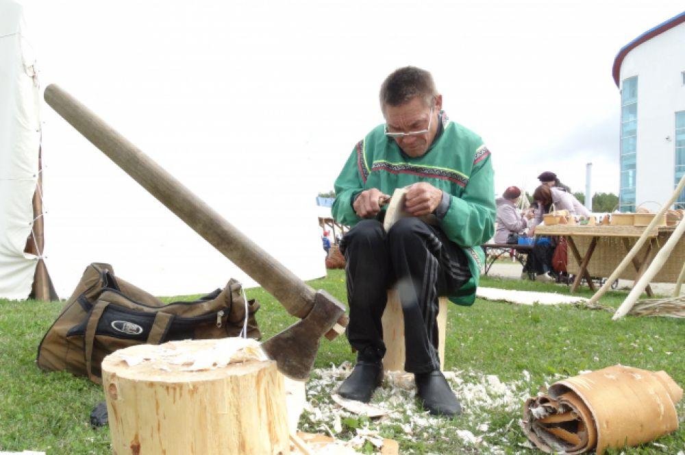 Мастер по дереву Сергей Кечимов.