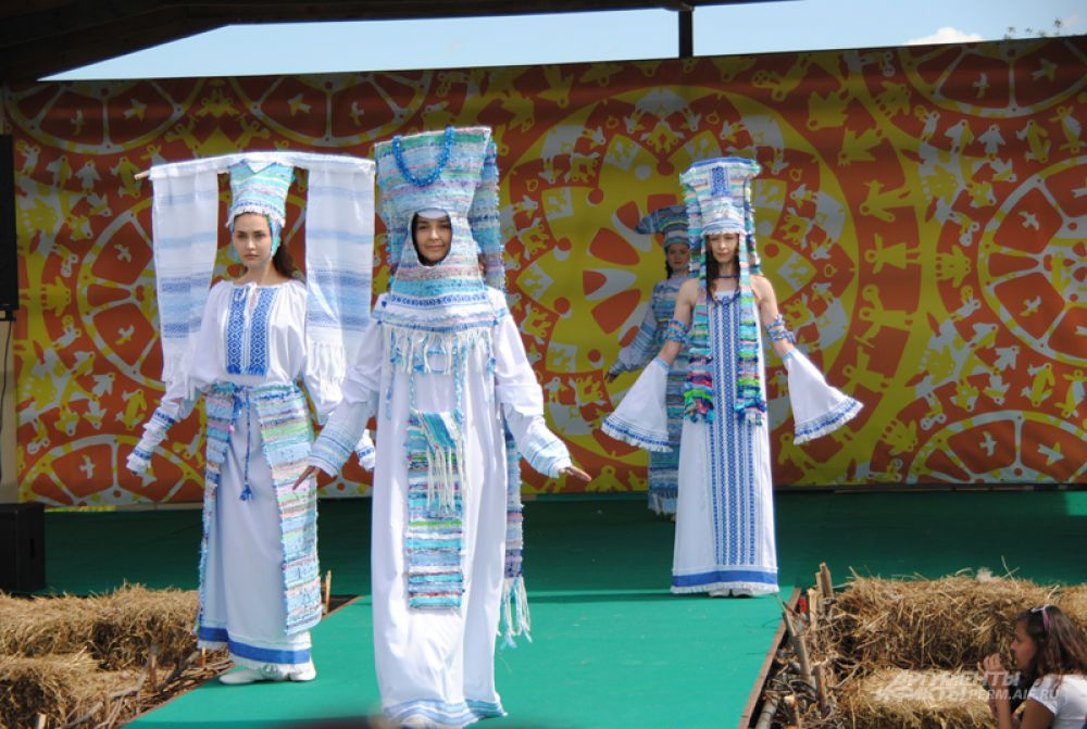 На фестивале был организован показ мод.