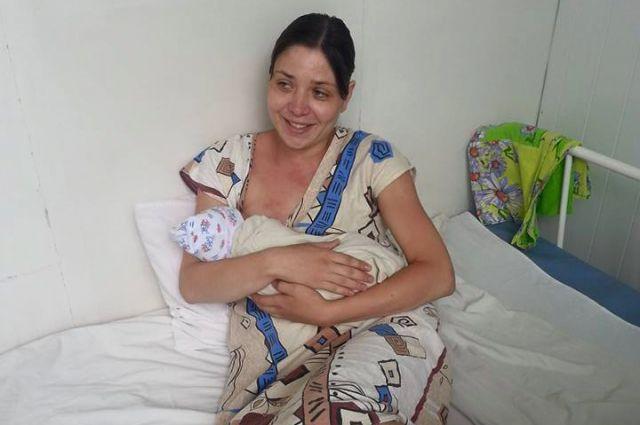 Ольга Подрядова с новорожденной дочерью.