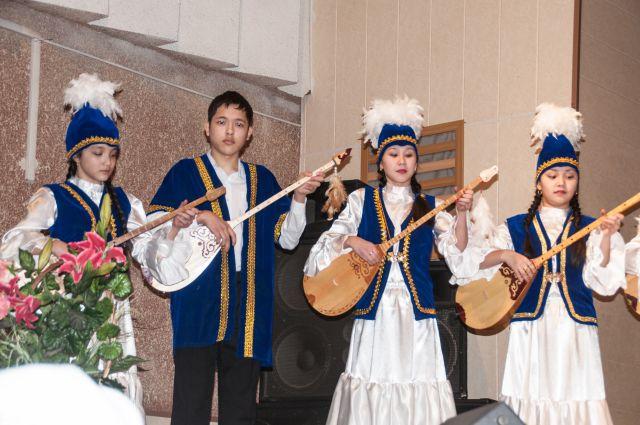 Омск объеденит разные национальности.