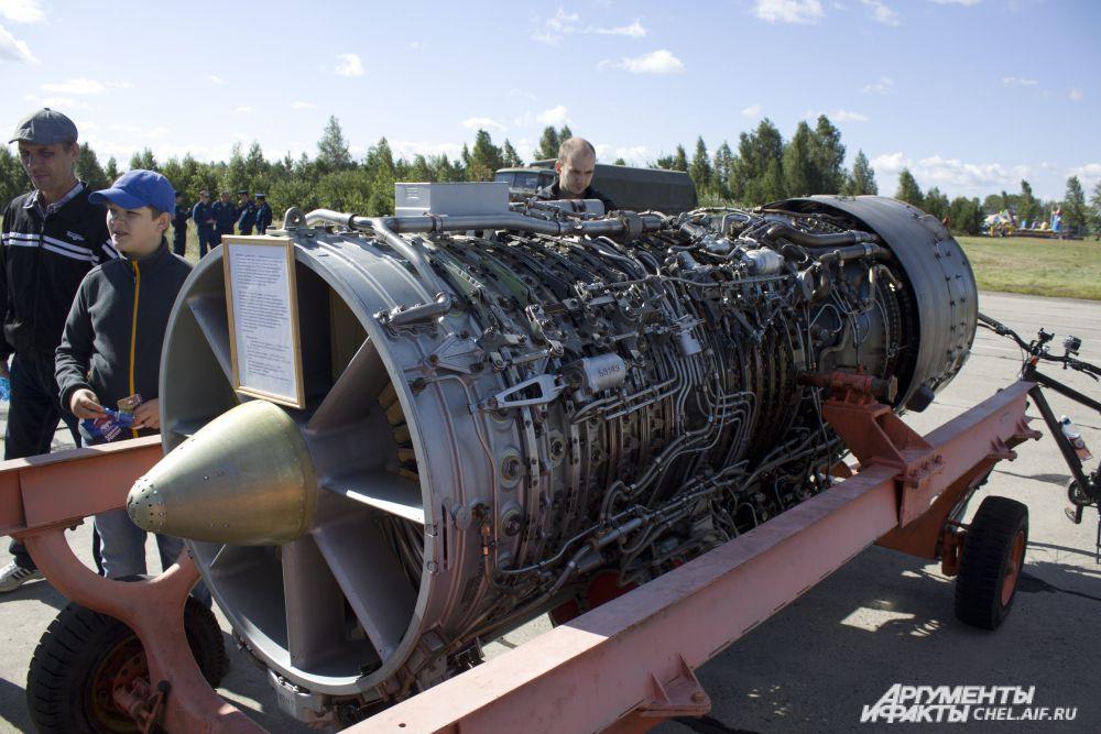 АЛ-21ф-3 - трубодвигатель с форсажными камерами. Устанавливался на фронтовые бомбардировщики Су-24, а так же на Су-17 и МиГ23Б.