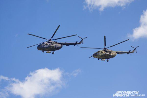 Вертолёты Ми-8.