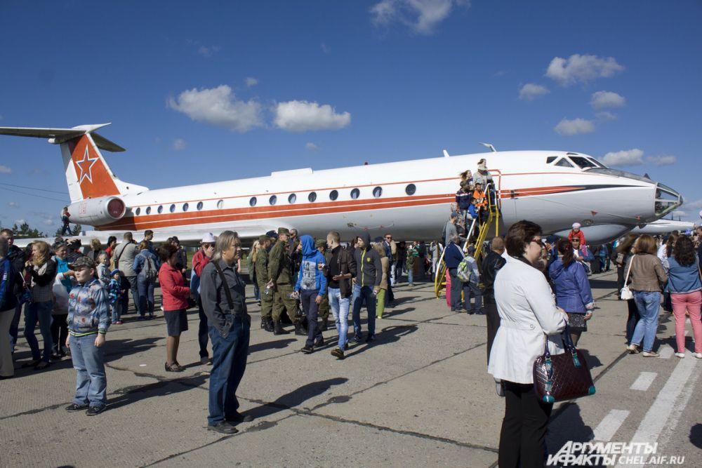 Пассажирский самолет ТУ-134Ш.