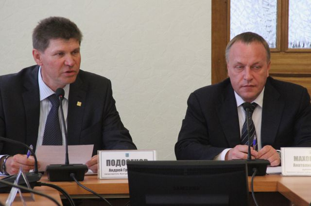Председатель выборной комиссии Маховиков и его заместитель Андрей Подосенов