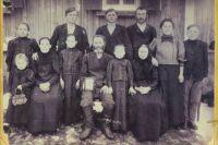 Ассимилировавшиеся немцы в д. Новосаратовка, 1930 год.
