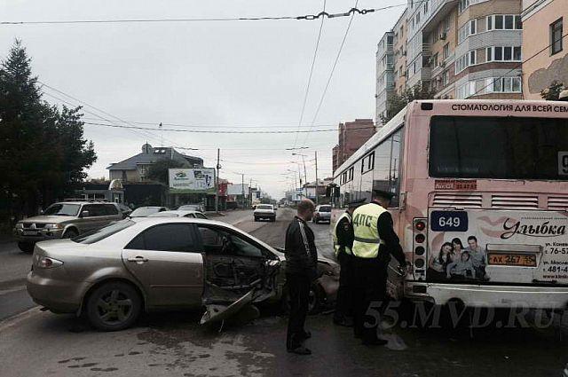 Водитель иномарки не выдержал безопасную дистанцию.