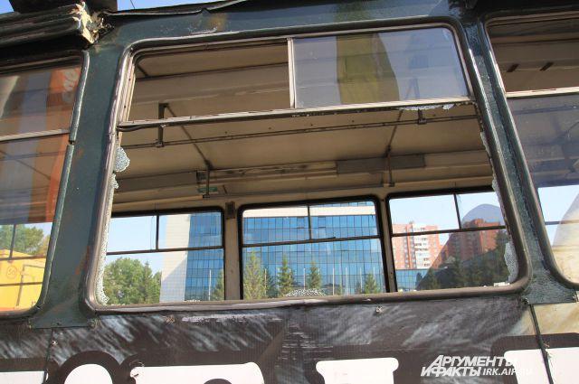 Коммунальная авария в районе ЦПКиО парализовала движение трамваев