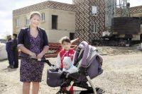 Айсина Загирова с мужем приехали в Усть-Турку в 2002 г. И очень надеется, что их малыш пойдет в садик.
