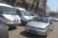 Даже полицейские, которые, казалось бы, должны подавать пример другим водителям, порой вынуждены парковаться не по правилам.