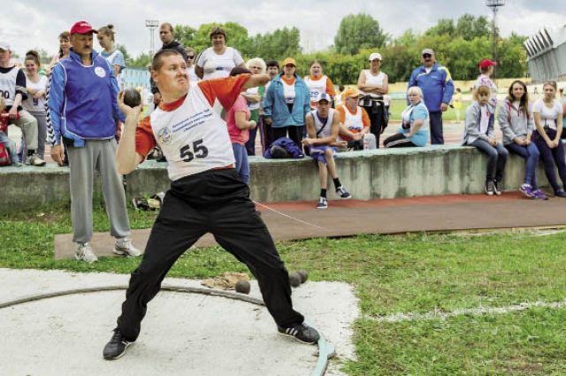 На чемпионате собрались инвалиды с нарушением зрения, слуха и опорно-двигательного аппарата.