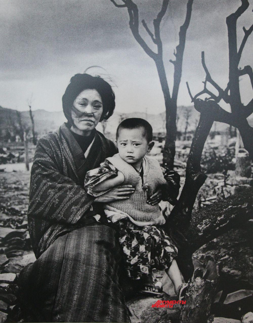 Мать с ребёнком в Хиросиме