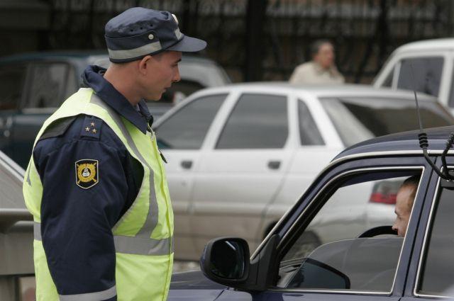 Сотрудники ДПС ведут борьбу с пьяными водителями.